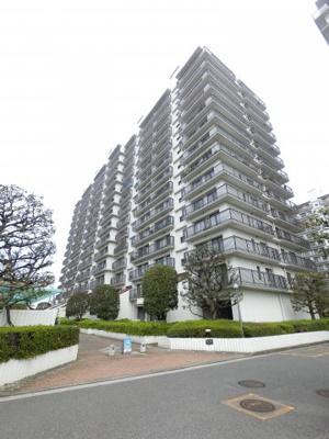 京急本線「金沢八景」駅徒歩7分!イオンまで徒歩1分と買物利便性良好です。 14階建13階部分につき眺望良好、夏には八景島の花火が見えます♪