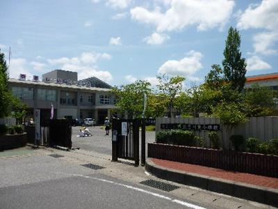 東近江市立能登川東小学校(1101m)