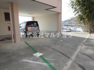 【駐車場】CASA CARINA 8