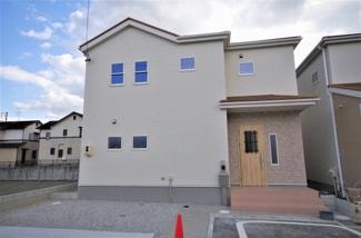 堂々完成しました!(1~6号棟まで完成済み) 敷地面積180.50㎡(54.6坪) 駐車場並列2台。