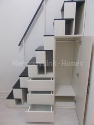 ハーモニーテラス仲宿の便利な収納スペースです(収納付き階段)☆