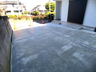 駐車スペースです。敷地面積は38.2坪ありまして駐車2台可能です。