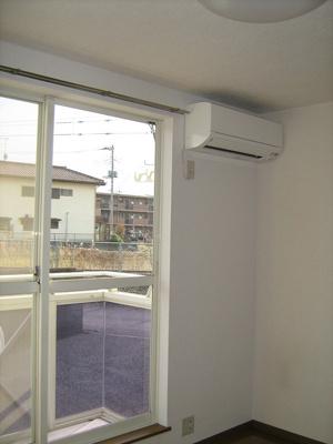 快適エアコン装備の南向き明るい洋室