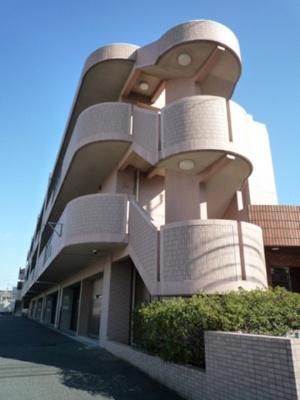 スーパーや郵便局が近くて便利な住環境の3階建てマンションです♪東急東横線「綱島」駅・「大倉山」駅より徒歩圏内です!