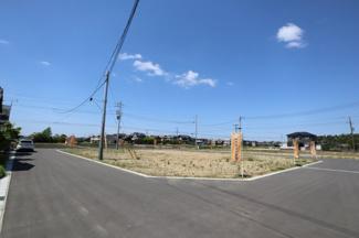 周辺の建物と離れていて風通しの良い住宅環境です。
