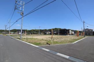 アナハイムAnaheim城西 土地 東金駅 分譲地内は幅員6mの広い道路になります。安全で見通しが良く、子育て世代にも安心できる分譲地です。