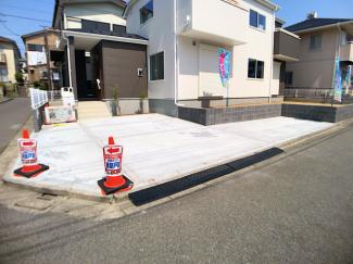 駐車スペースです。広いお庭とカースペースが3台可能ですので急なご来客も安心です。