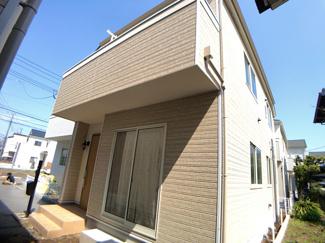 JR総武線「津田沼」駅バス16分三山停歩3分の全6棟の新築一戸建てです。京成本線京成大久保駅までは徒歩23分です。