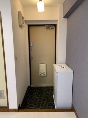 広めの玄関です。嬉しいシューズボックス付き!