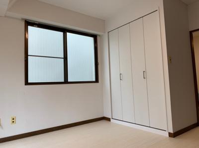 明るく風通しの良い、2面採光の角部屋です。クローゼット完備!