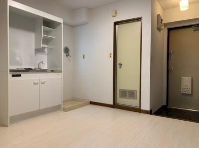 2020年6月設置の新品キッチンです!室内洗濯機置き場も便利!