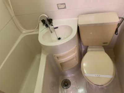 バス・トイレ一体型のトイレは、便器が丸洗いできてお掃除が楽ちん!
