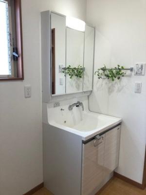 清潔感ある広々とした洗面スペース