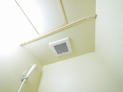 浴室内に換気扇があるので入浴も快適です
