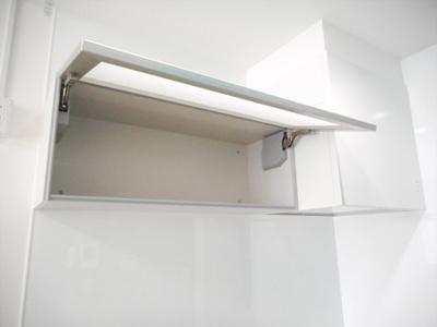 調理器具など大きなものや細々したものまで収納できます。