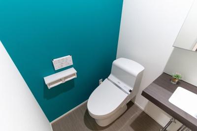 解放感のあるトイレなので広々使用することができます。