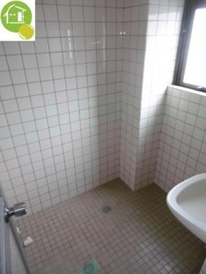 浴室に窓あり♪※別のお部屋の写真です。