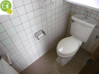 トイレに窓あり♪※別のお部屋の写真です。