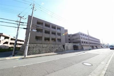 阪急御影駅より徒歩8分 緑豊かな住宅地にございます♪