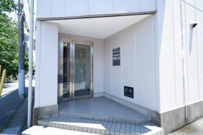 ビルの入り口です。
