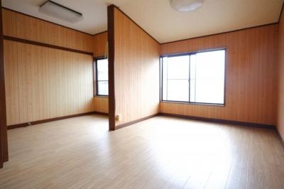 2Fの洋室です