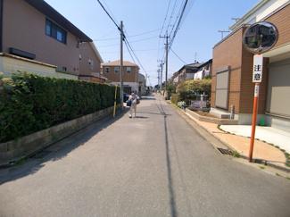 前面道路は5.4mと5.4mの公道です。