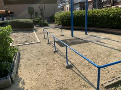 マンション敷地内には遊具のある公園がございます。 お子様を安全に遊ばす事ができますね♪