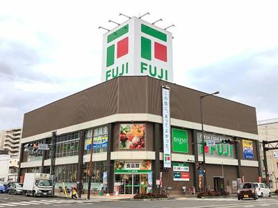 フジ本町店 607m