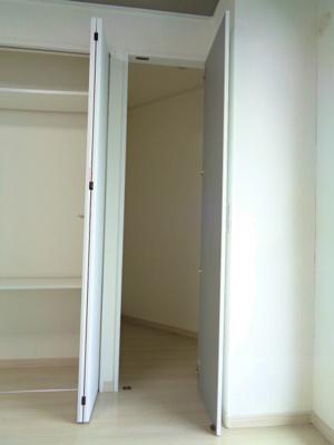 洋室5.9帖 クローゼット