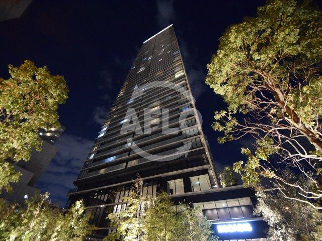 ザ・パークハウス中之島タワー 外観。1階に阪急オアシスございます