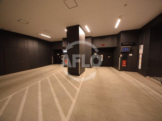 ザ・パークハウス中之島タワー 1階駐車場。2階にゲスト用と棟内車庫ございます