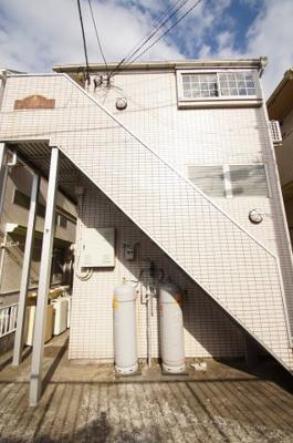 外壁タイル貼のアパートです。