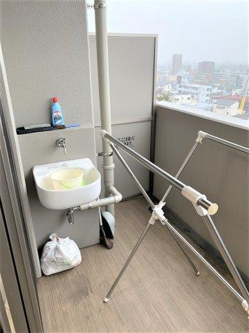 最上階の眺めです。バルコニーに洗面台があります。撮影:2020.3.6
