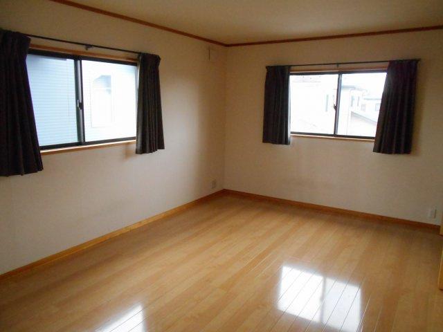 2階12帖の主寝室です
