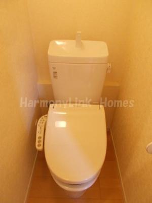 ソフィアシュガーの落ち着いた色調のトイレです