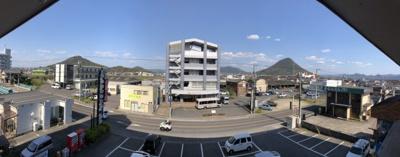 東側の眺望になります。青の山と讃岐富士を独り占め( *´艸`)