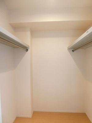 洋室6.2帖のお部屋にあるウォークインクローゼットです♪たっぷり収納できてお洋服や荷物が多くてもお部屋すっきり☆