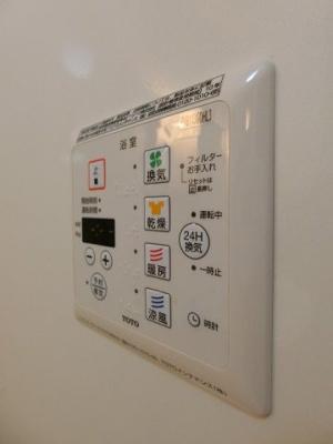 バスルームの浴室暖房乾燥機で外に干せないお洗濯物もすっきり乾きます♪雨の日のお洗濯もバッチリ!