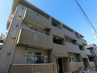 南武線「久地」駅より徒歩8分!ドラッグストアが近くて生活に便利な立地の3階建てアパートです♪