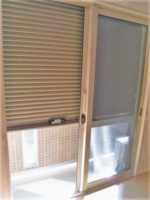 防犯シャッター雨戸付きなので夜やお出かけ時も安心です!雨戸は冬場の寒さ対策にもなります◎