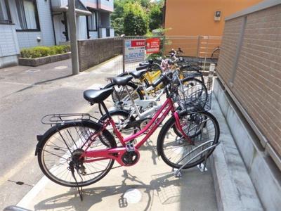 いつでも目の届く敷地内に駐輪場があります♪荷物が重いときに自転車があれば助かりますね!