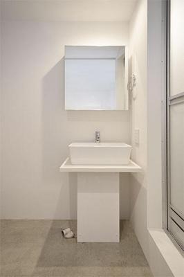 ピース・スクエア住吉 洗面台横が洗濯機置き場になります。