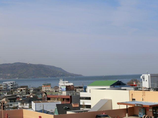 建物の2階 屋上ルーフからはこのような眺望が広がります