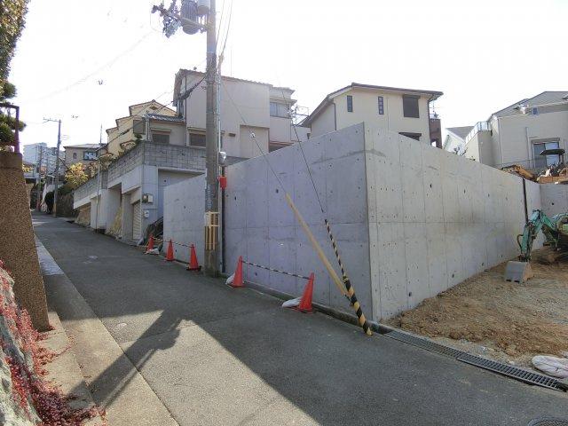 宅造許可を受けた堅牢できれいな擁壁が出来ました