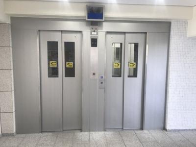 エレベーター2基有り