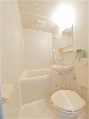 ユニットバスでお掃除らくらく☆浴室内に洗面台・トイレ付きです♪ゆったりバスタイムでリラックス☆