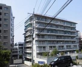 桜坂駅から徒歩5分。城南線沿いでバス路線も便利です。 【駐車場空き有り】【平尾小 徒歩10分】