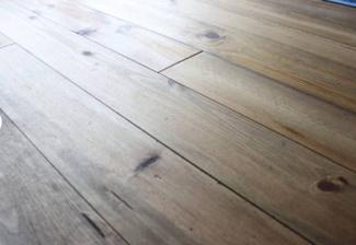 1Fも2Fも温かみのある無垢の床。