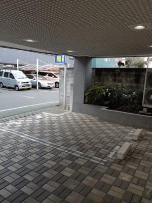 1階屋根付き駐車場 13,000円(消費税別) 敷金1ヶ月