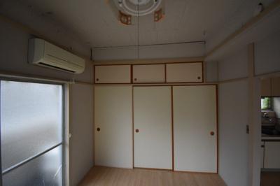 天井が高く開放的なお部屋です。